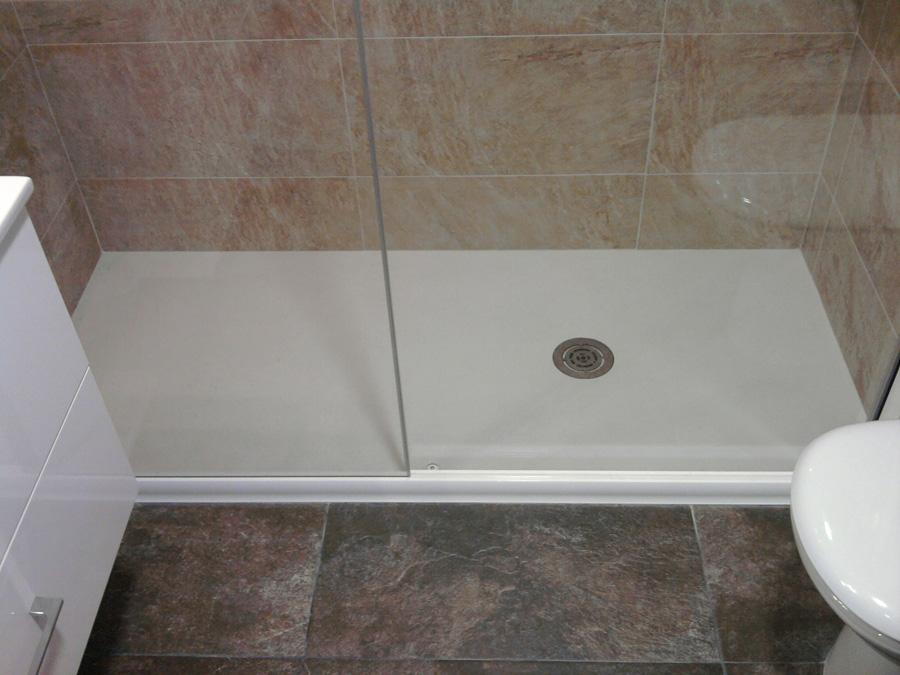 Platos de ducha construccions agras for Instalar plato ducha resina